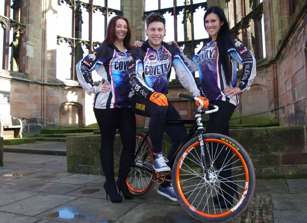 Bobby McMillan is welcomed to Coventry in the grounds of the old Coventry Cathedral ruins by club fans and models Melissa James and Laura Handley. Photo by Ray Andrews